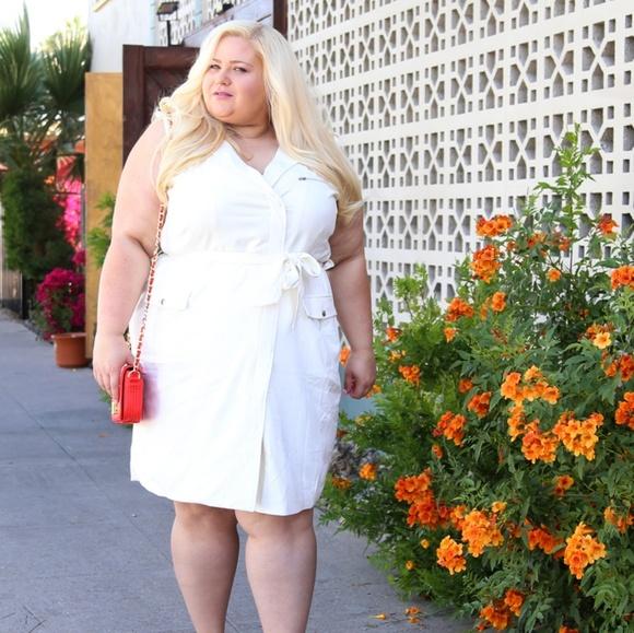 Dresses & Skirts - Off white wrap dress